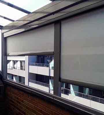 Tipos de toldos para terrazas balcones y ventanas modelos - Estores para balcones ...